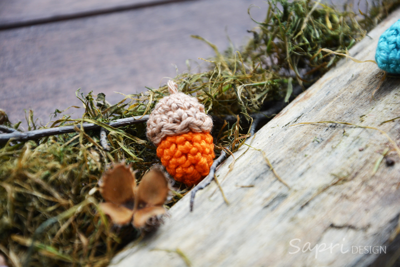 herbst-eicheln-winter-sapri-design-dawanda-gehäkelt-wolle-deko-herbstdekoration-dekoration-herbstdeko-bunt-8