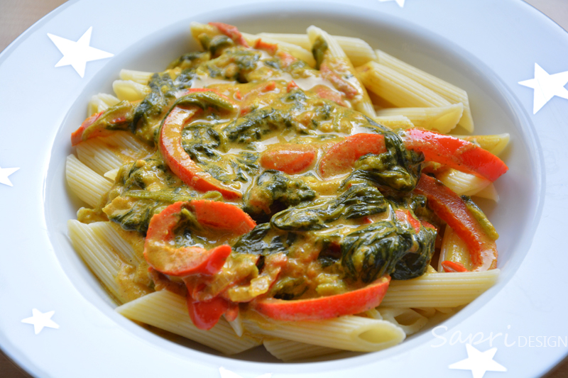 curry-kokos-pfanne-mit-gemüse-vegetarisch-sapri-design-reis-nudeln-pasta-kurkuma-paprika-spinat-rezept-4