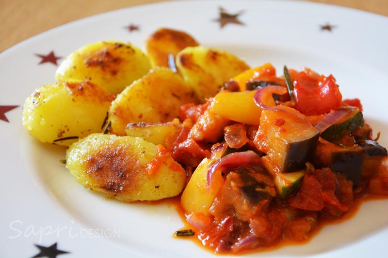sapri-design-wochenend-rezept-ratatouille-ajvar-rosmarin-kartoffeln-grill-pfanne-rosmarin-thymian-knoblauch-paprika-aubergine-zucchini-12