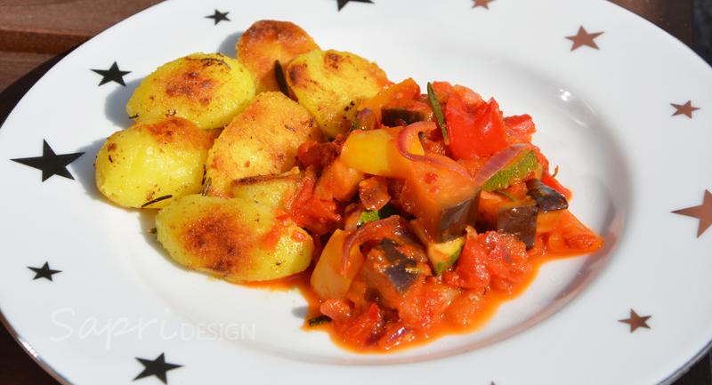 sapri-design-wochenend-rezept-ratatouille-ajvar-rosmarin-kartoffeln-grill-pfanne-rosmarin-thymian-knoblauch-paprika-aubergine-zucchini-16