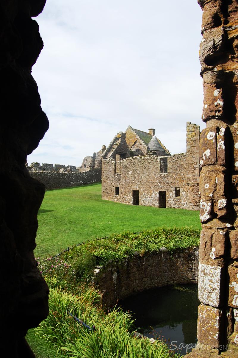 Dunnottar-Castle-schottland-scotland-reise-tipp-blog-sapri-design-roadtrip-burgen-schlösser-ruine-ausblick-strand-castle-ruin-11