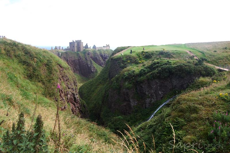 Dunnottar-Castle-schottland-scotland-reise-tipp-blog-sapri-design-roadtrip-burgen-schlösser-ruine-ausblick-strand-castle-ruin-27