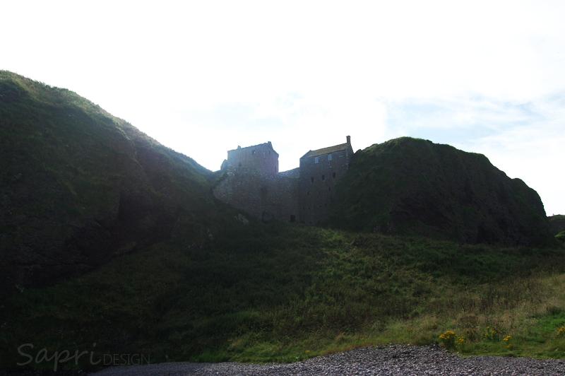 Dunnottar-Castle-schottland-scotland-reise-tipp-blog-sapri-design-roadtrip-burgen-schlösser-ruine-ausblick-strand-castle-ruin-4