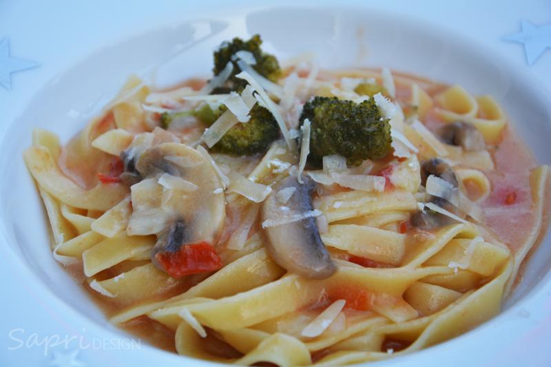 sapri-design-wochenend-rezept-one-pot-pasta-brokkoli-champignons-tagliatelle-tomaten-essen-rezepte-lecker-martha-stuart-3