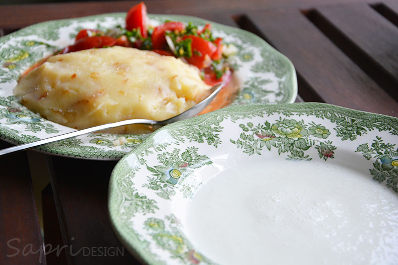 sapri-design-wochenend-rezept-stampfkartoffeln-mit-Buttermilch-Tomatensalat-6
