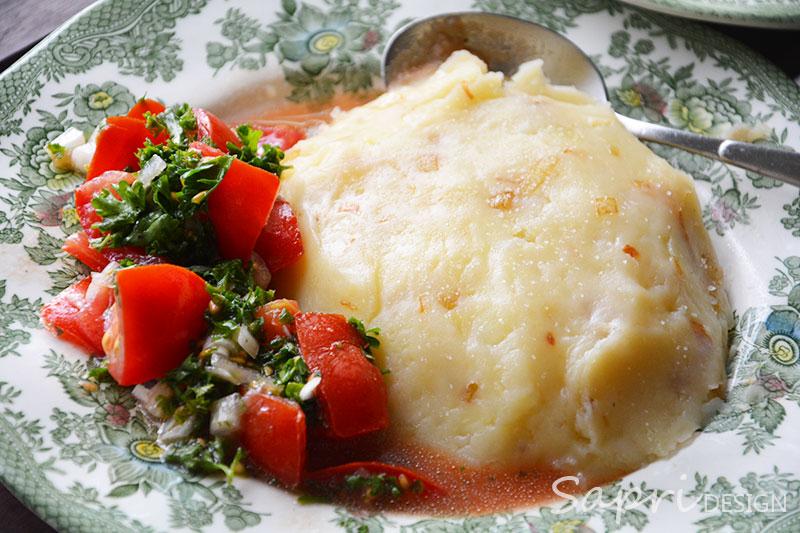 sapri-design-wochenend-rezept-stampfkartoffeln-mit-Buttermilch-Tomatensalat-8
