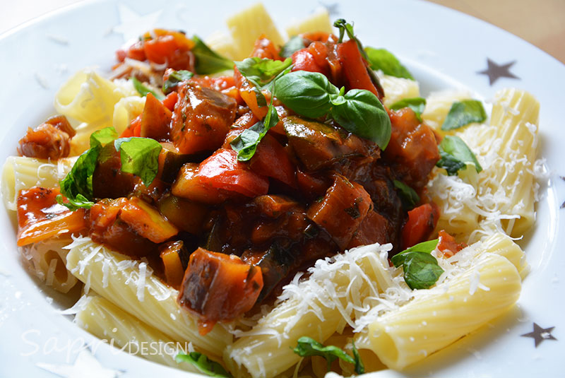 wochenend-rezept-sapri-design-tortignioli-mit-mediteranem-gemuese-pasta-aubergine-zucchini-tomate-paprika-2