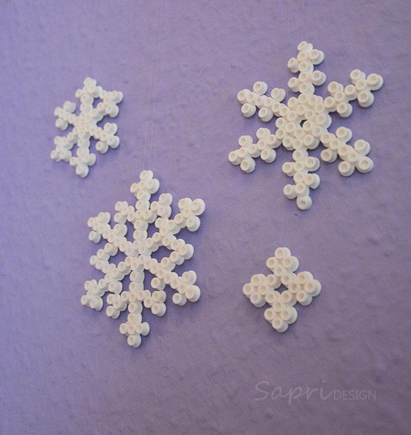 sapri-design-bügelperlen-schneeflocken-diy-eisblumen-basteln-kinder-weihnachten-xmas-geschenkanhänger-baumschmuck-deko-13